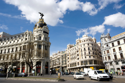 Billiga flyg till Madrid <!--Air best deals page--> <script> $( document ).ready(function() { try { if(dataLayer[0].entryType==='newsletter' && dataLayer[0].section==='AirDeals') { $('#contentPageMain').find('#pageList').prependTo('#headAndContent'); $('#pageHeader1').prependTo('#headAndContent'); } } catch(e) {     console.log(e); }  try { if(dataLayer[0].entryType==='newsletter' && dataLayer[0].section==='AirDeals') { $('#mainPageImageDiv').prependTo('#leftPane').append('<br /><br />');    } } catch(e) {     console.log(e); }  });  var extraProductsTimeout =  setInterval(function(){ 	if($('.holidayDealsListView') !== null && $('.holidayDealsListView').length > 0) { 		$('.raligntxt.holidayPrice').find('.right').css('font-size','20px'); 		$('.right.pr4').find('.b-button').addClass('eti-button').css('font-size','14px').css('padding-top','5px'); 		clearInterval(extraProductsTimeout); 	} },500); </script>    <!--Destination page--> <script> $( document ).ready(function() { try { if(dataLayer[0].entryType==='newsletter' && dataLayer[0].section==='DestinationGuide.Air') { $('#contentPageMain').find('#pageList').prependTo('#headAndContent'); $('#pageHeader1').prependTo('#headAndContent'); $('#headAndContent .back-button-contributor').css('margin-top','-35px'); } } catch(e) {     console.log(e); }  try { if(dataLayer[0].entryType==='newsletter' && dataLayer[0].section==='DestinationGuide.Air') { $('#mainPageImageDiv').prependTo('#leftPane').append('<br /><br />');    } } catch(e) {     console.log(e); }  });  var extraProductsTimeout =  setInterval(function(){ 	if($('.holidayDealsListView') !== null && $('.holidayDealsListView').length > 0) { 		$('.raligntxt.holidayPrice').find('.right').css('font-size','20px'); 		$('.right.pr4').find('.b-button').addClass('eti-button').css('font-size','14px').css('padding-top','5px'); 		clearInterval(extraProductsTimeout); 	} },500); </script>